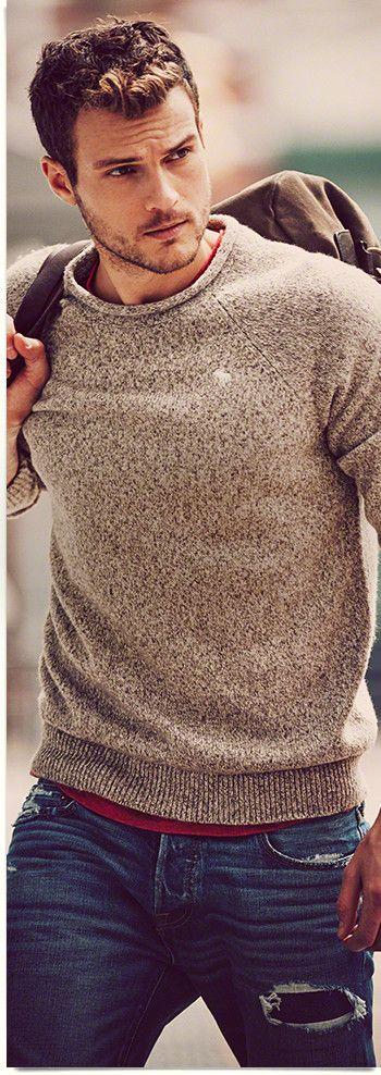 Este suéter es hecha por la marca Abercrombie. Me llevo esto si que era un poco frío fuera. Me gusta mucho el color bronceado para ir con los pantalones azules.