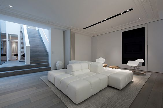 Tvs photos and design on pinterest for Interieur maison moderne blanc