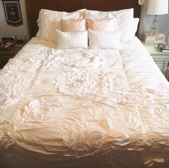 It Really Is Gorgeous Bedding, And If I Every Make Millions It Will Be On  The List Of Purchases. But Until That Day Comes, I Found An Amazing Dupe!