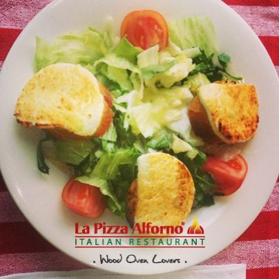 Our light, filling and delicious Insalata Con Formaggio Di Capra! (Goat cheese salad)  #alfornowoodovenlovers