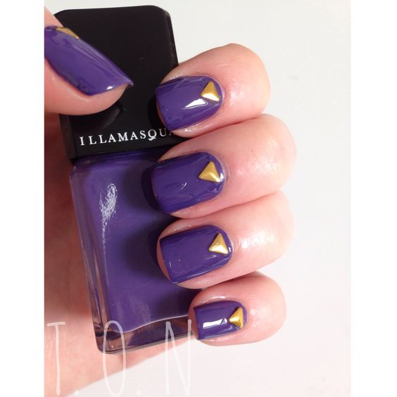Check out the mani I did a few days ago! It's on my log now :) I used illamasqua Faux pas