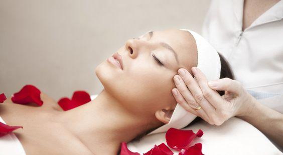 kỹ thuật massage mặt chuẩn spa