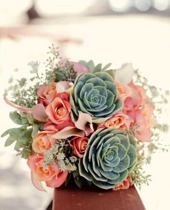 bouquet de mariée champêtre de plantes succulentes et roses