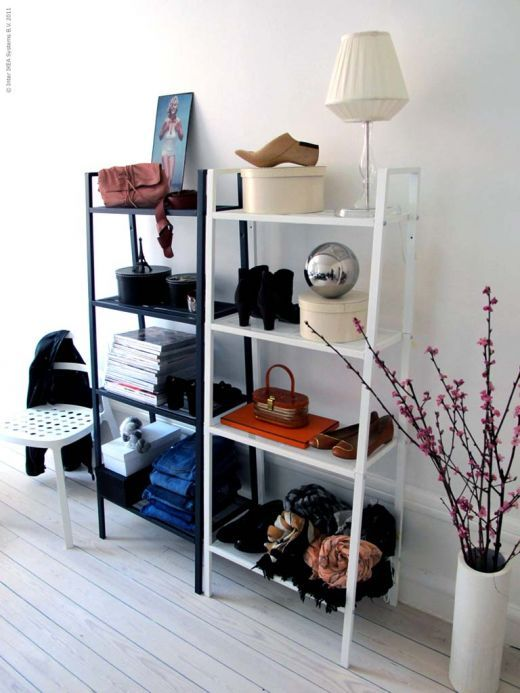 斜めデザインがおしゃれな飾り棚LERBERGは低価格でコスパ良し