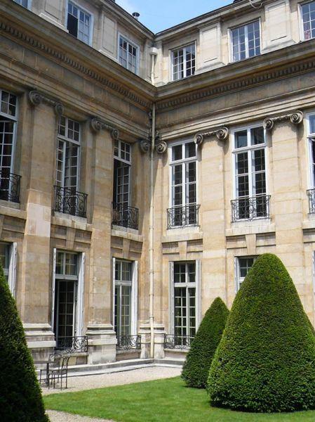 Ile saint louis h tel lambert private mansion paris iv wonderful street caf s bistros - Hotel ile saint louis ...