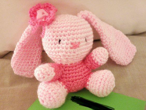 Uma doce coelha de crochet