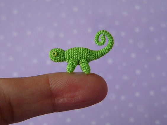 Crochet miniature chameleon. By MUFFA Miniatures.