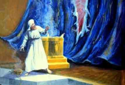 A szentélyben kettéhasadt a kárpit