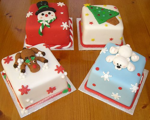 Miniature Christmas Cakes...a great idea for gift giving! Hmmmm, maybe do seasonal flavor like pumpkin something or chocolate and minty frosting?