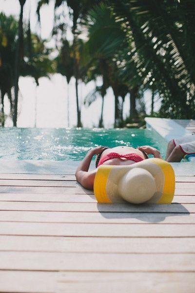 un poquito de sol enla piscina!