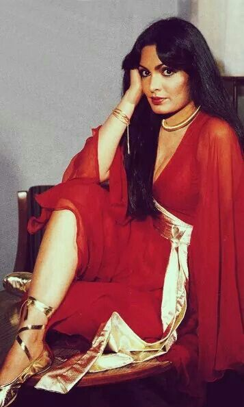 Lady in red, yesteryear Bollywood actress #ParveenBabi strikes a pose for the camera