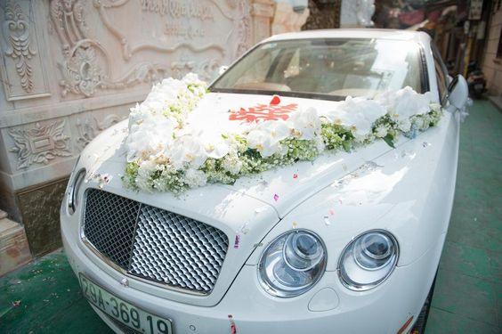 Trang trí xe hoa cưới hình mũi tên bằng hoa lan #trangtrixehoacuoi #trangtritieccuoi