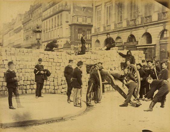 Barricade rue de la Paix pendant la Commune de Paris 1871