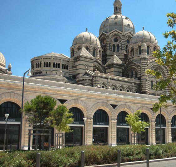 Après les Terrasses du Port, c'est au tour des Halles de la Major d'ouvrir enfin leurs...