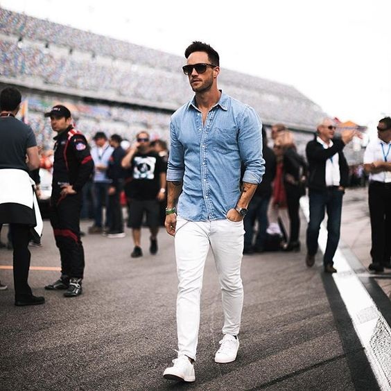 """Daniel no Instagram: """"Start of the 24h of Daytona 🏎😊 Excited for the race 💪🏼 On Monday off to Sydney ✈️😊 Have a nice weekend guys! –––––––––– #teamporsche…"""""""