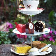 so whimsical and so cute! alice in wonderland afternoon tea