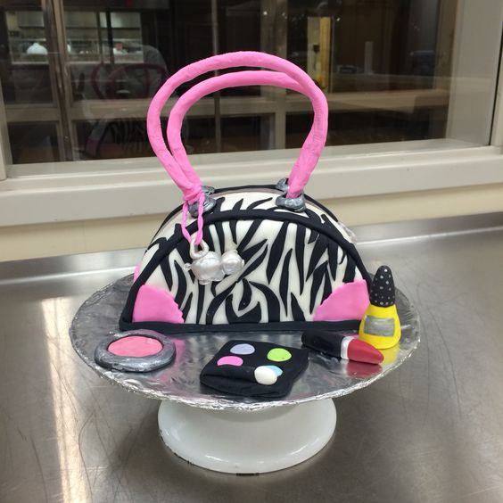 Another photo of my purse cake!!