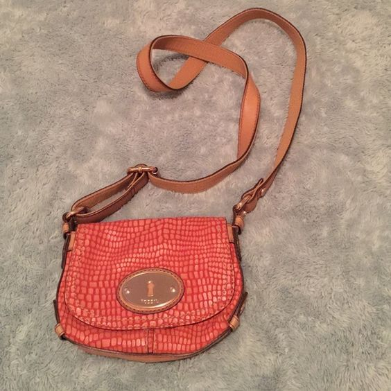 Fossil Purse Coral/pink Fossil purse.  Never been used. Like new condition. Find this listing on Mercari for free shipping. Fossil Bags Crossbody Bags