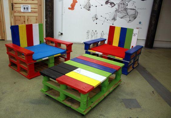 Kolorowe meble z palet: