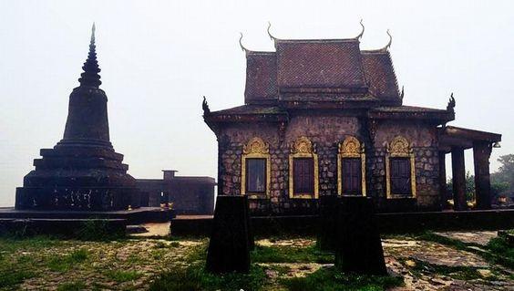 Chùa Năm Thuyền trên đỉnh Bokor