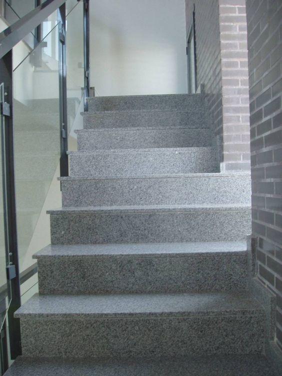 Escalera recta formada por dos tramos en direcciones for Escaleras 5 tramos
