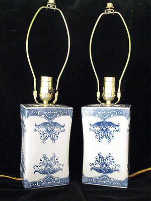PAIR OF MATCHING ASIAN ORIENTAL PORCELAIN LAMPS:
