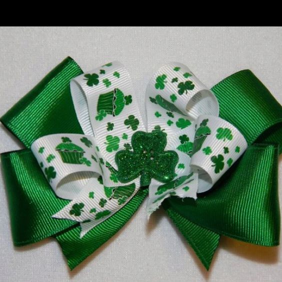 Hair bow from Frogs Headbands and Hair bows   http://m.facebook.com/?_rdr#!/profile.php?id=324447777586113&__user=1068961845