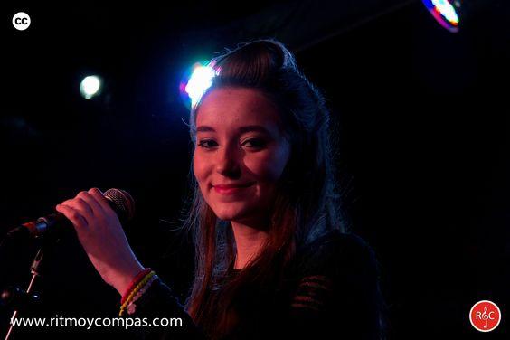 Alumna en un concierto de la Escuela de Musica Moderna Ritmo y Compas. #ritmoycompas #escuela #escuelademusica #alumno #alumna #musica #hortaleza #guindalera #concierto #cantante #canto #mobydick