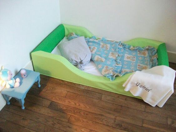 Un lit montessori chez wesco family chambre enfant for Lit montessori