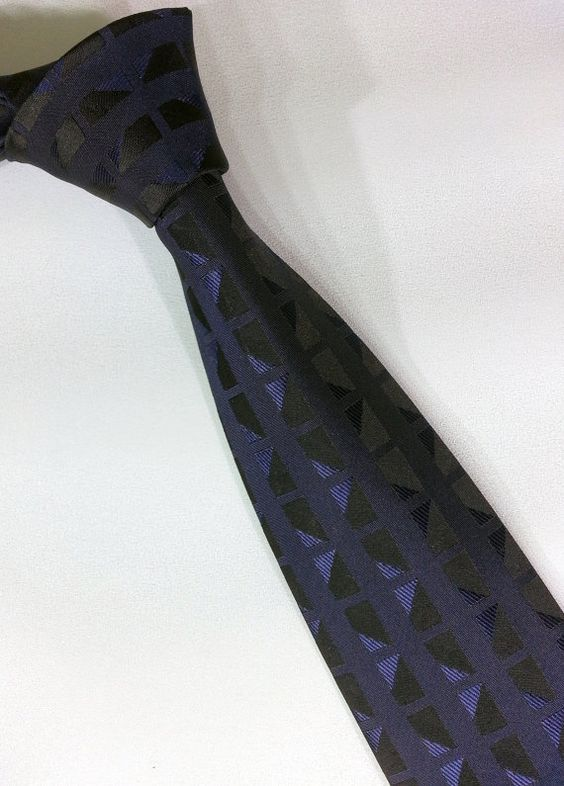 The tie is made of high quality microfibre fabric. The wadding inside, is stick with high temperature and vacuum which results the tie a non-swelling #handmadeatamazon #nazodesign