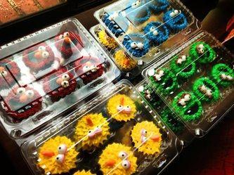 cupcakes of abelardo, cookie monster...