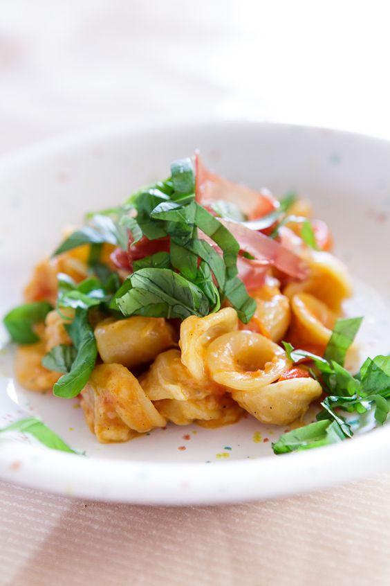 Kässpatzen? Oder Spaghetti mit Tomatensauce? Kässpatzen! Oder nein - lieber doch eine selbst gemachte Tomatensauce mit überreifen San Marzano Tomaten. Oder doch lieber…? Wenn man sich nicht entscheiden kann, hilft eine Portion Mut: Beides!Jaha, beides! Das geht! Auch auf die Gefahr hin,…