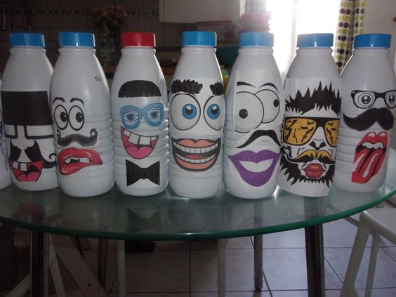 Chamboule tout avec des bouteilles de lait