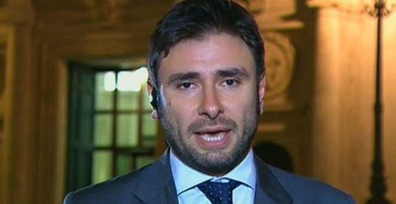 """Alessandro Di Battista a Servizio Pubblico: """"Parlamento una vasca di squali, anche con l'Italicum M5S può vincere"""""""