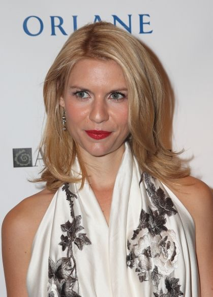 Claire Danes sleek, blonde hairstyle
