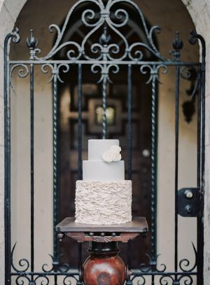 Ivory and Gray Wedding Cake | photography by http://melaniegabrielle.com