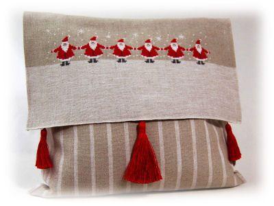 Creare per Hobby: Punto Croce: un cuscino natalizio