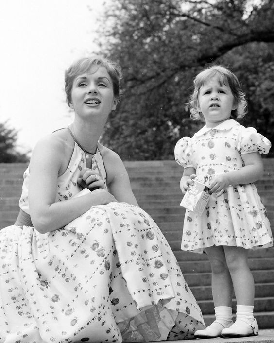 Debbie Reynolds with Her Daughter Carrie Fisher in New York's Central Park Photo | eBay: