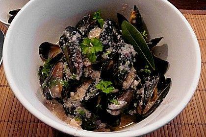 http://www.chefkoch.de/rezepte/1259671231354713/Miesmuscheln-in-Weissweinsauce-mit-Knoblauch.html