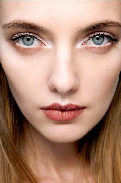 lfg-fall-beauty-trends-shimmery-white-eyes