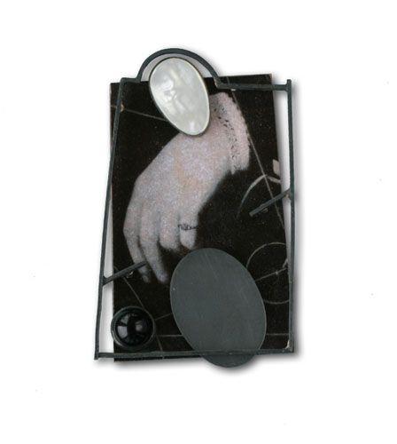 Ramon Puig Cuyàs - Utopos, Philosophia est vita, brooch, 2008, silver, alpacca, plastic, paper on resin, onyx, mother of pearl: