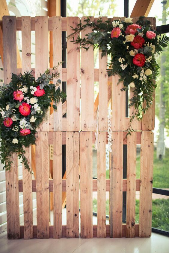 Botanic wedding with bright peonies. Photobooth on pallets. Floristic and decor by Fleur de Vanille, Moscow: