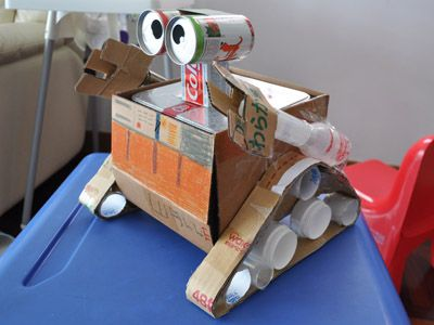 Nicholas Blog » Blog Archive » My homework – WALL.E robot made from recycled materials #wall-e: