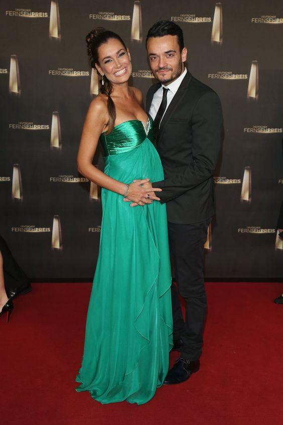 Pin for Later: Ein Baby-Bauch ist das schönste Accessoire der Stars Jana Ina Zarella beim Deutschen Filmpreis, Oktober 2012 mit Giovanni Zarella
