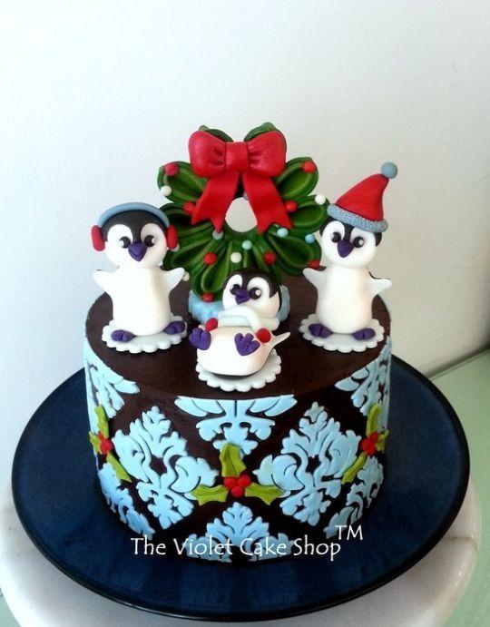 Gâteau de Noël de damassé avec le Penguin Toppers gâteau à la Dutchess