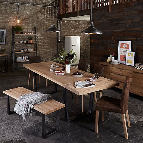 The individual wood slats making up the Calia tabletop are specially selected and sorted by hand by skilled craftsmen, ensuring distinctive and authentic pieces that display the heterogeneous nature of wild oak.