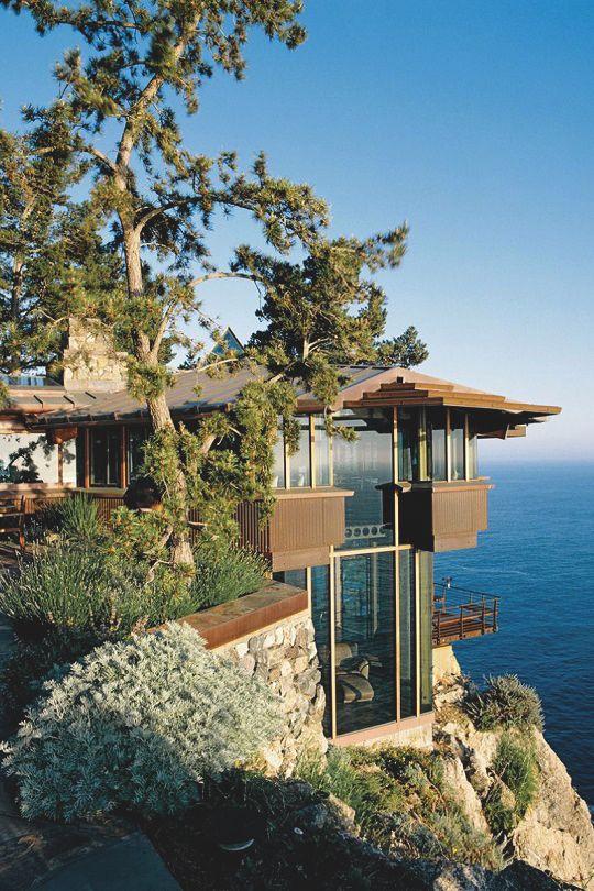Beach Houses | On cliffs overlooking the ocean below | Source: livingpursuit.com