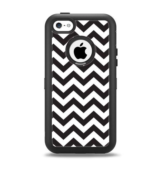 The Black and White Zigzag Chevron Pattern Apple iPhone 5c Otterbox Defender Case Skin Set
