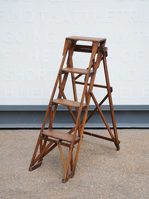 Antique cross-braced stepladder with 4 theads. Nice small size. Solid & robust. origin: UK year: 1930