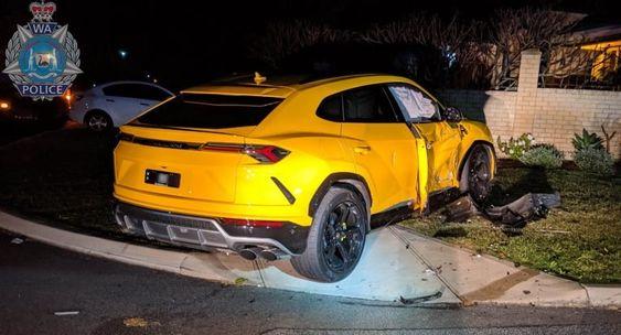 14歳の少年がスバル フォレスターを盗む パトカーとカーチェイス 無関係のランボルギーニ ウルスに激突 スバル フォレスター パトカー ランボルギーニ ウルス